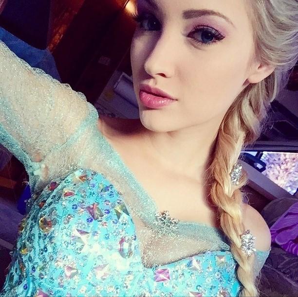 'Frozen' Elsa Look-Alike