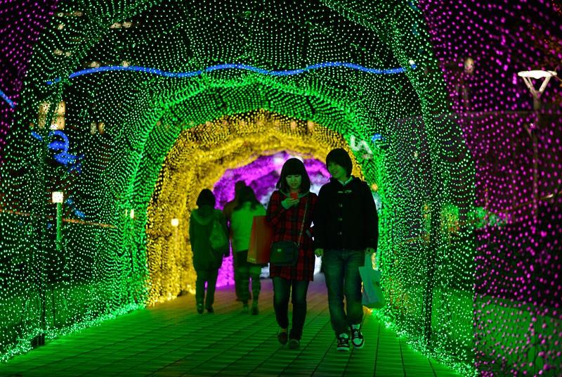 Japan's Glimmering Tunnel of Lights — Spectacular Winter Illuminations 1