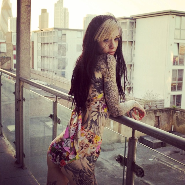 A Tattoo-Covered Alien Beauty Who Will Blow Your Mind 20