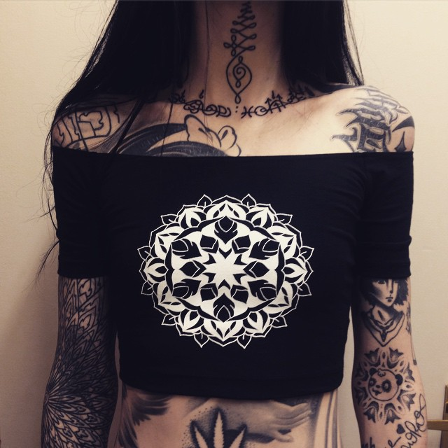 A Tattoo-Covered Alien Beauty Who Will Blow Your Mind 5