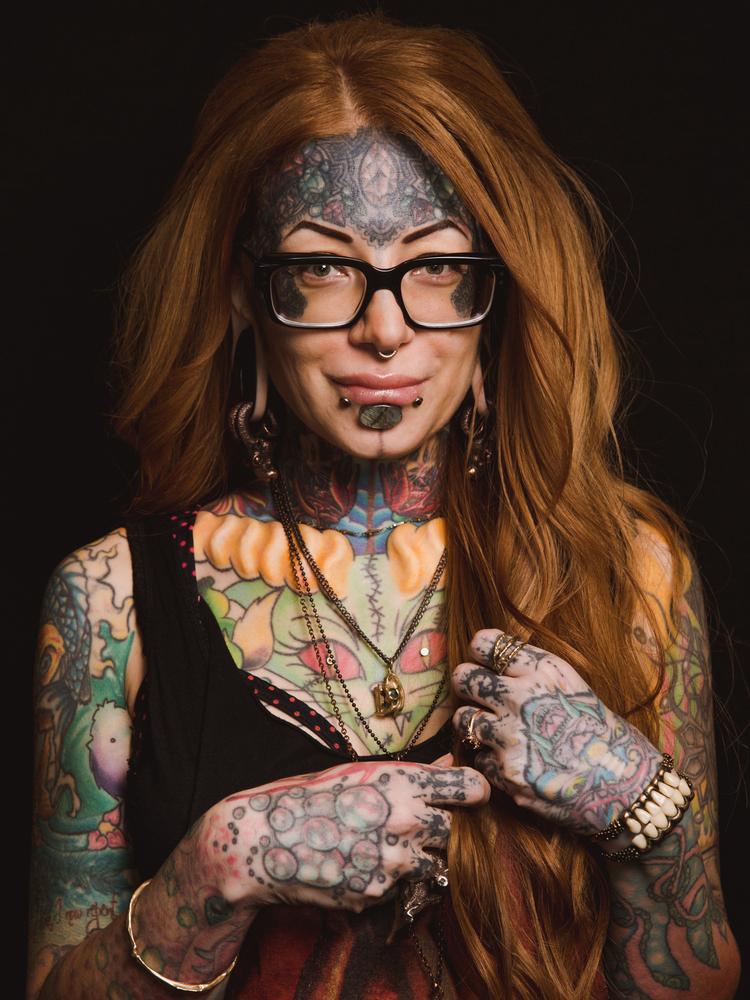 women_who_rock_the_beauty_of_body_modifications_03