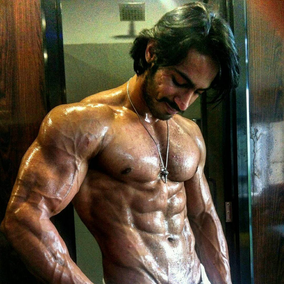 the-5-most-bulked-up-indian-bodybuilders-03