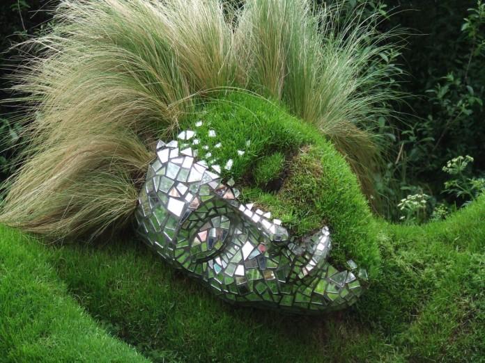 21 Extravagant Garden Sculptures Brain Berries