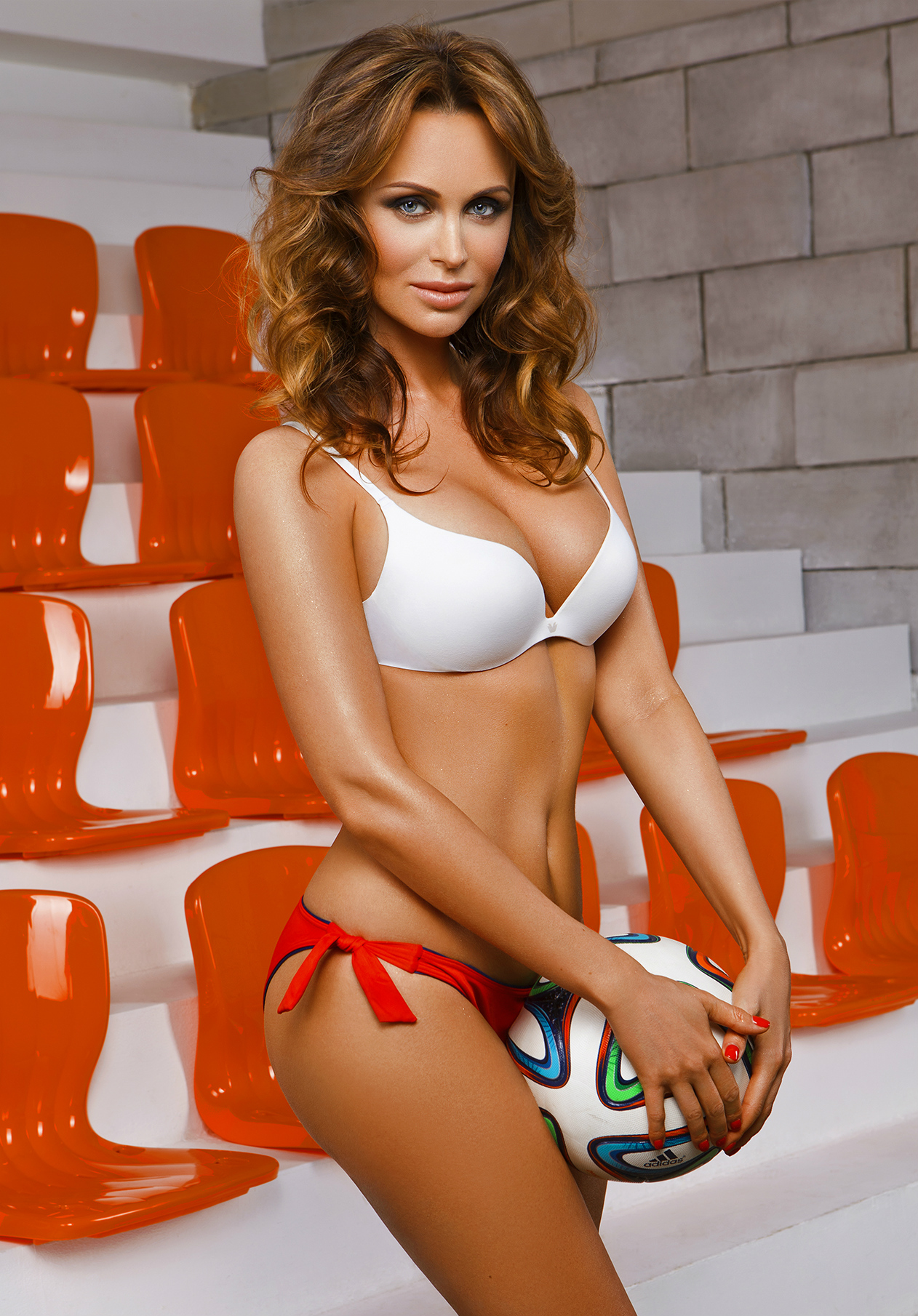 23-hottest-wives-and-girlfriends-of-nfl-and-soccer-players-06