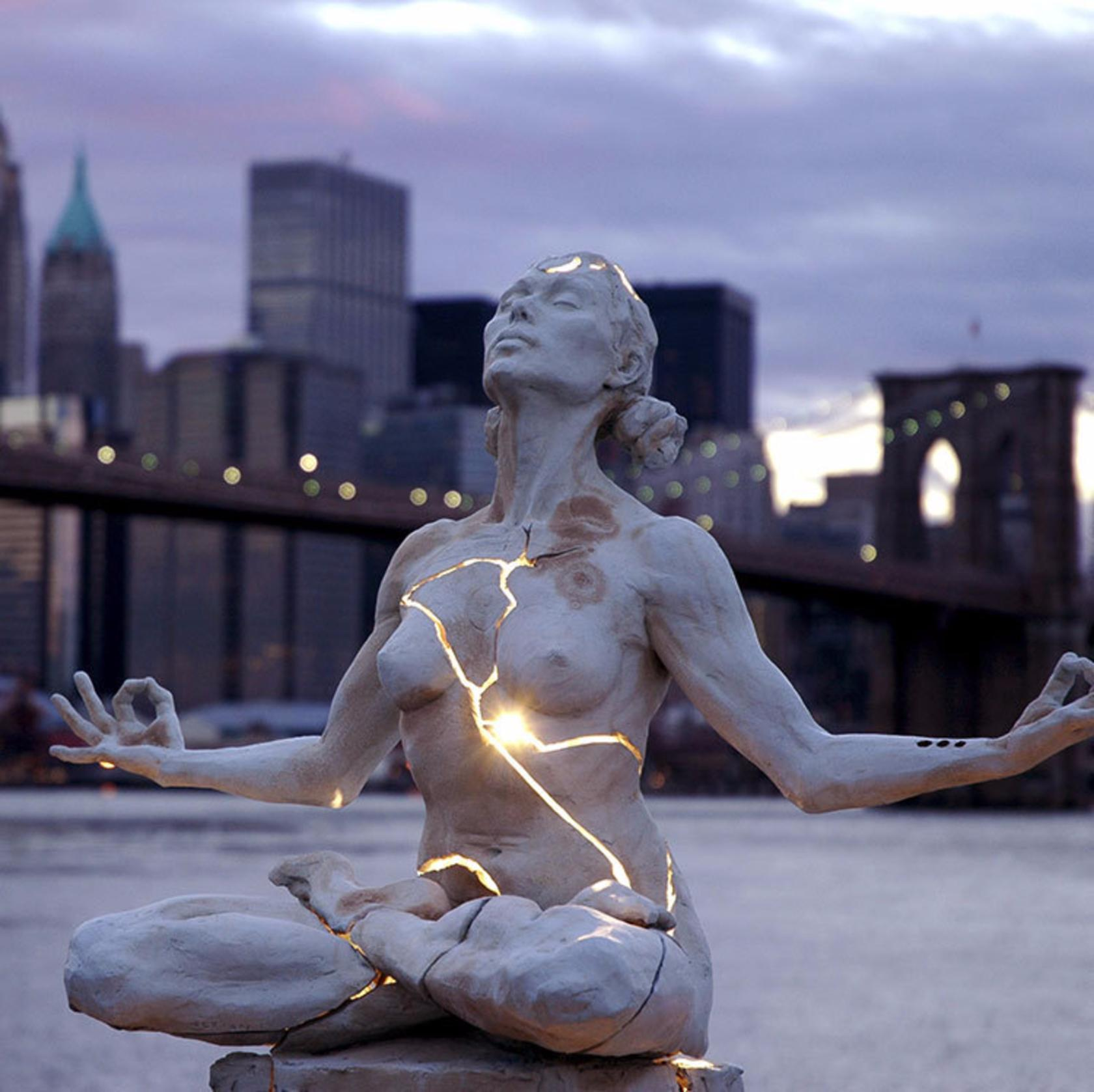Beyond-beautiful-15-sculptures-that-look-too-real-to-be-true6