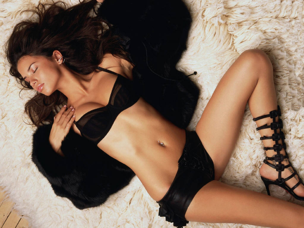 This Latina lingerie models apologise