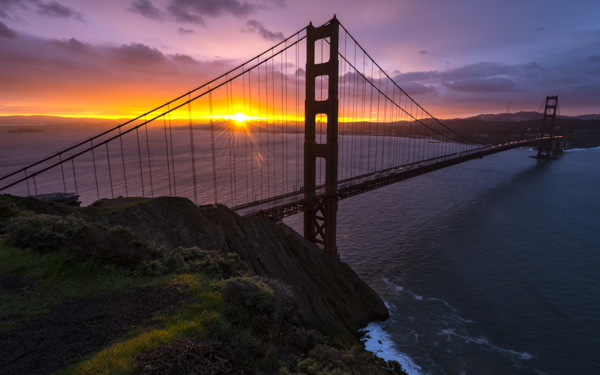 4. Golden Gate Bridge, San Francisco, USA 1