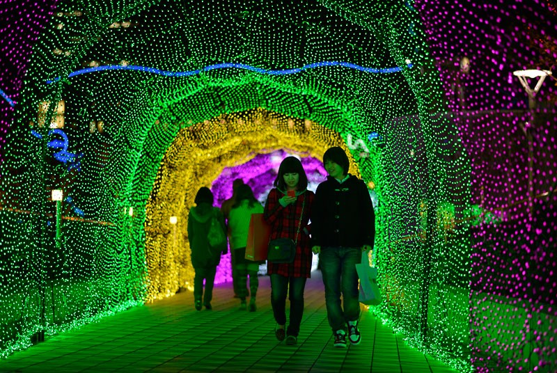 Japan's Glimmering Tunnel of Lights — Spectacular Winter Illuminations 1
