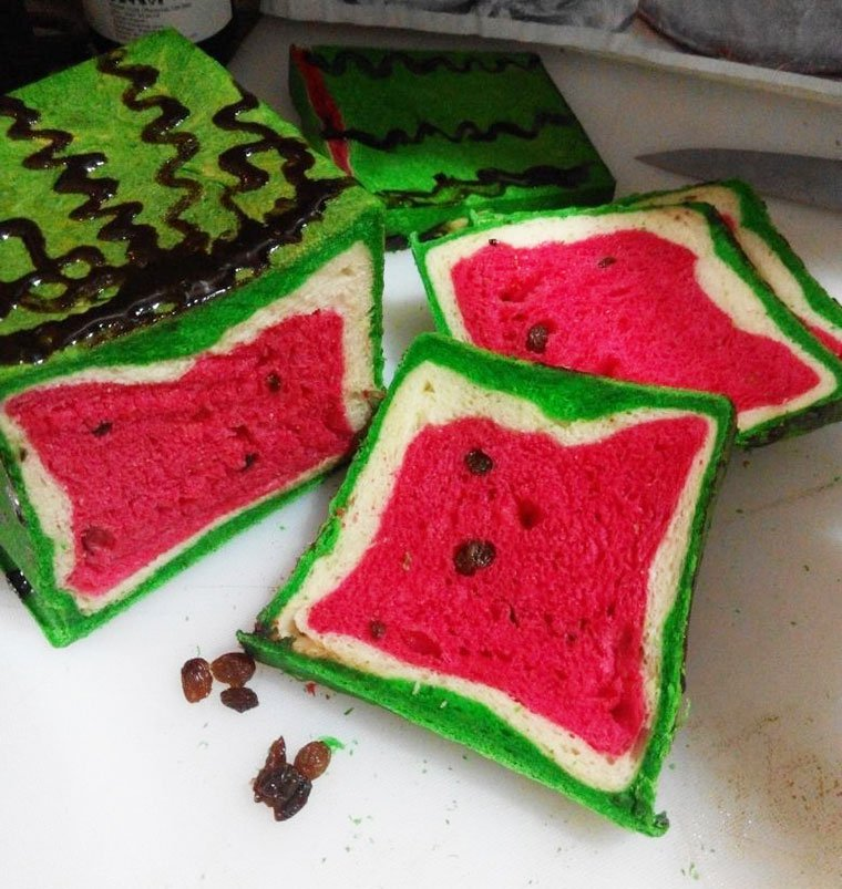 Taiwan's watermelon bread will delight your senses and confuse your tastebuds 14
