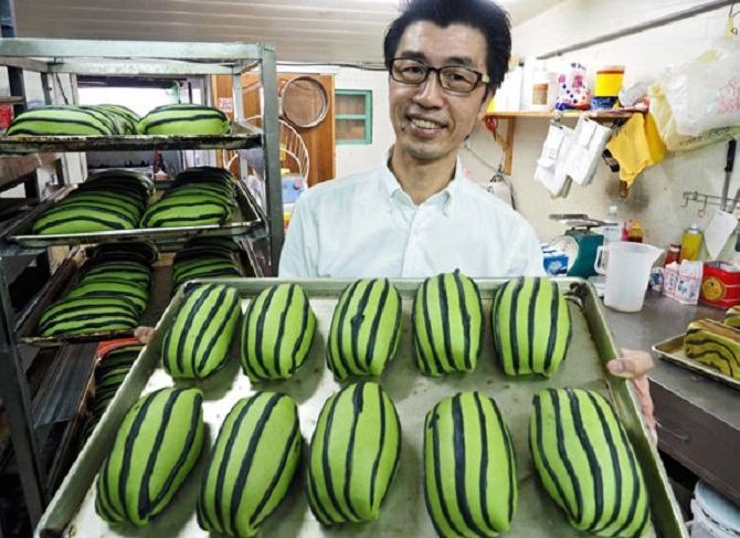 Taiwan's watermelon bread will delight your senses and confuse your tastebuds 3