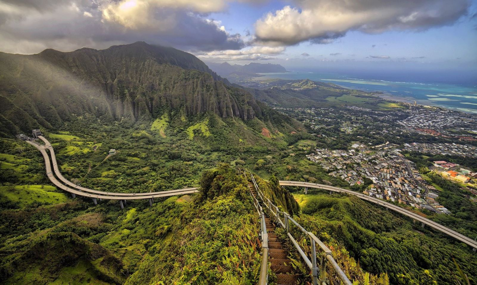 15) Bonus! Haiku Stairs (Stairway To Heaven) in Hawaii 1
