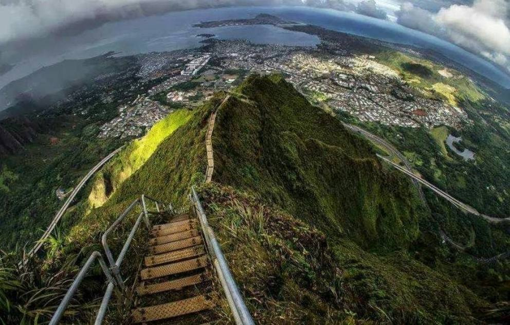 15) Bonus! Haiku Stairs (Stairway To Heaven) in Hawaii 3