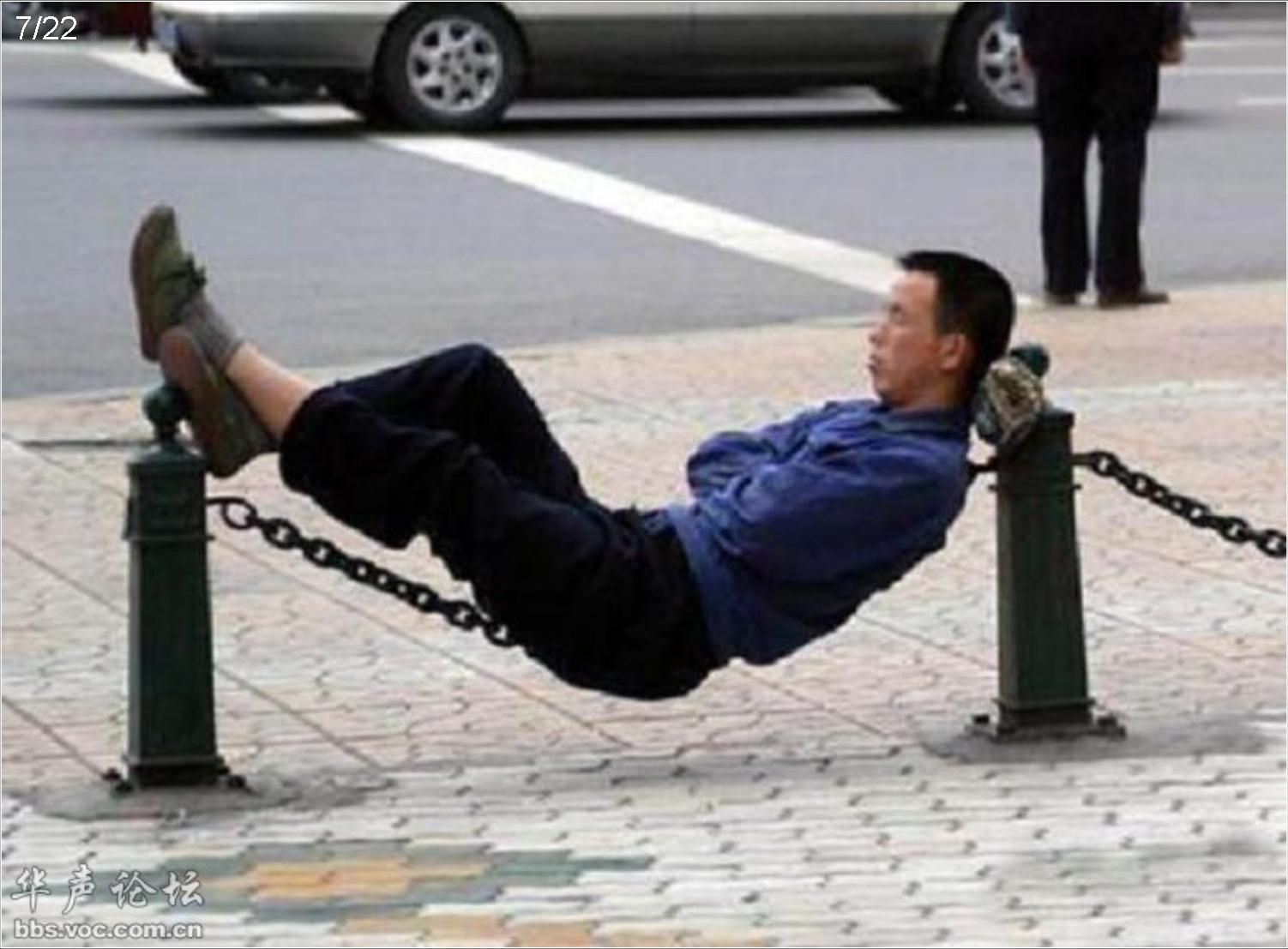 20 Random People Caught Publicly in Awkward Positions 3