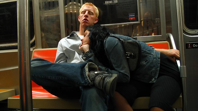 20 Random People Caught Publicly in Awkward Positions 6