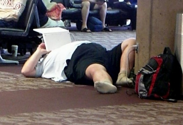 20 Random People Caught Publicly in Awkward Positions