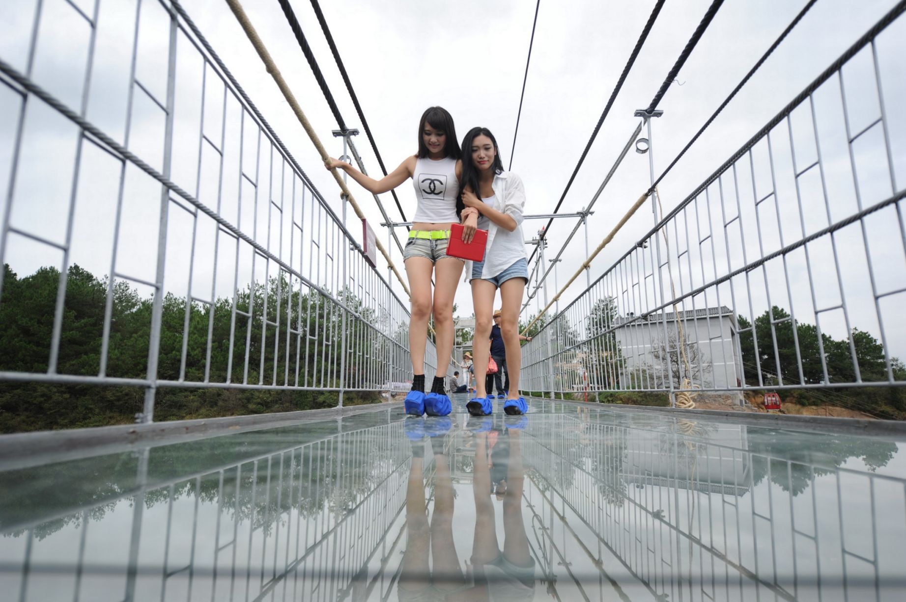 13 Pics Of A Glass Bridge That Strikes Fear In Tourists' Hearts 3
