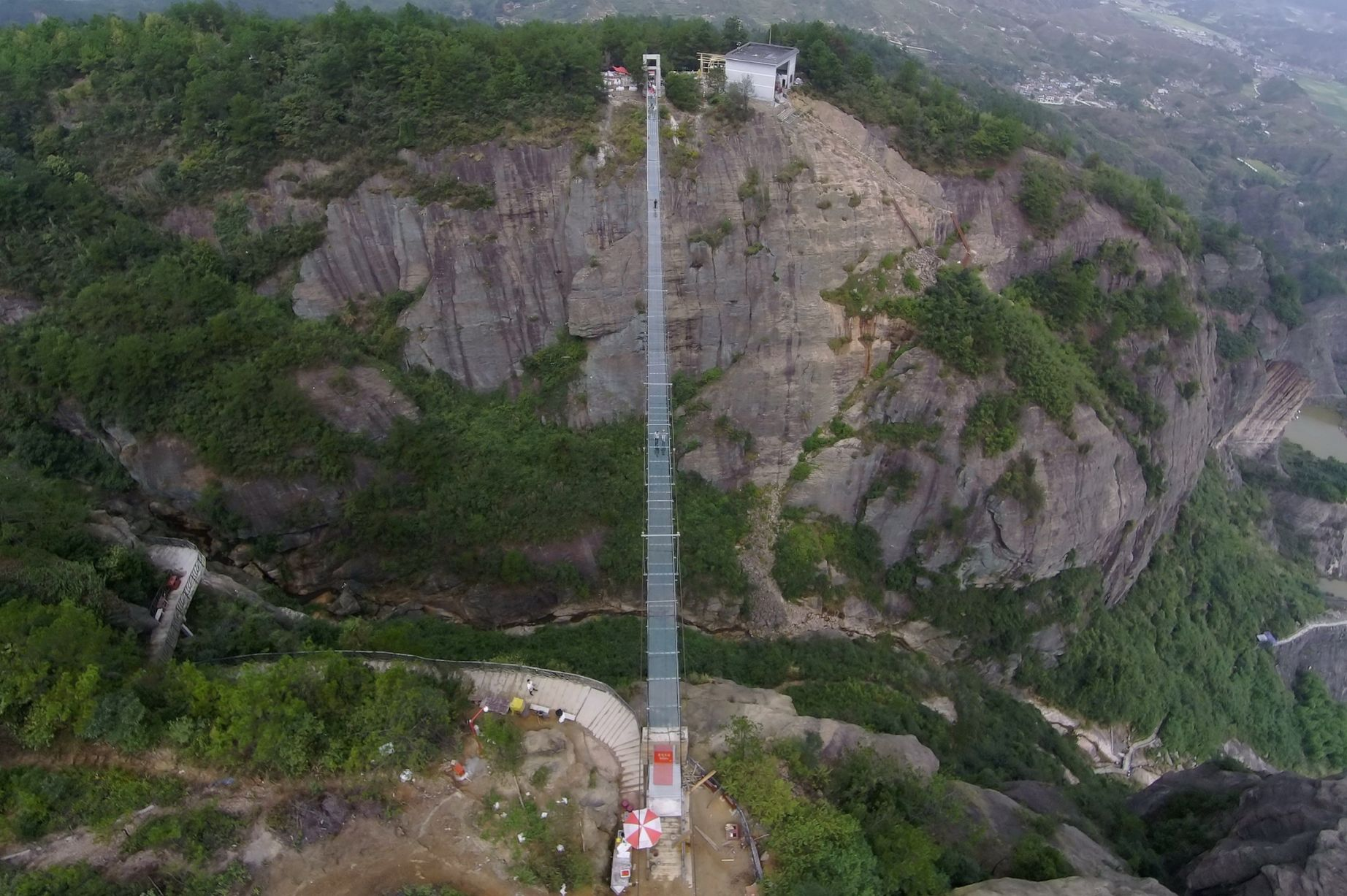 13 Pics Of A Glass Bridge That Strikes Fear In Tourists' Hearts 5