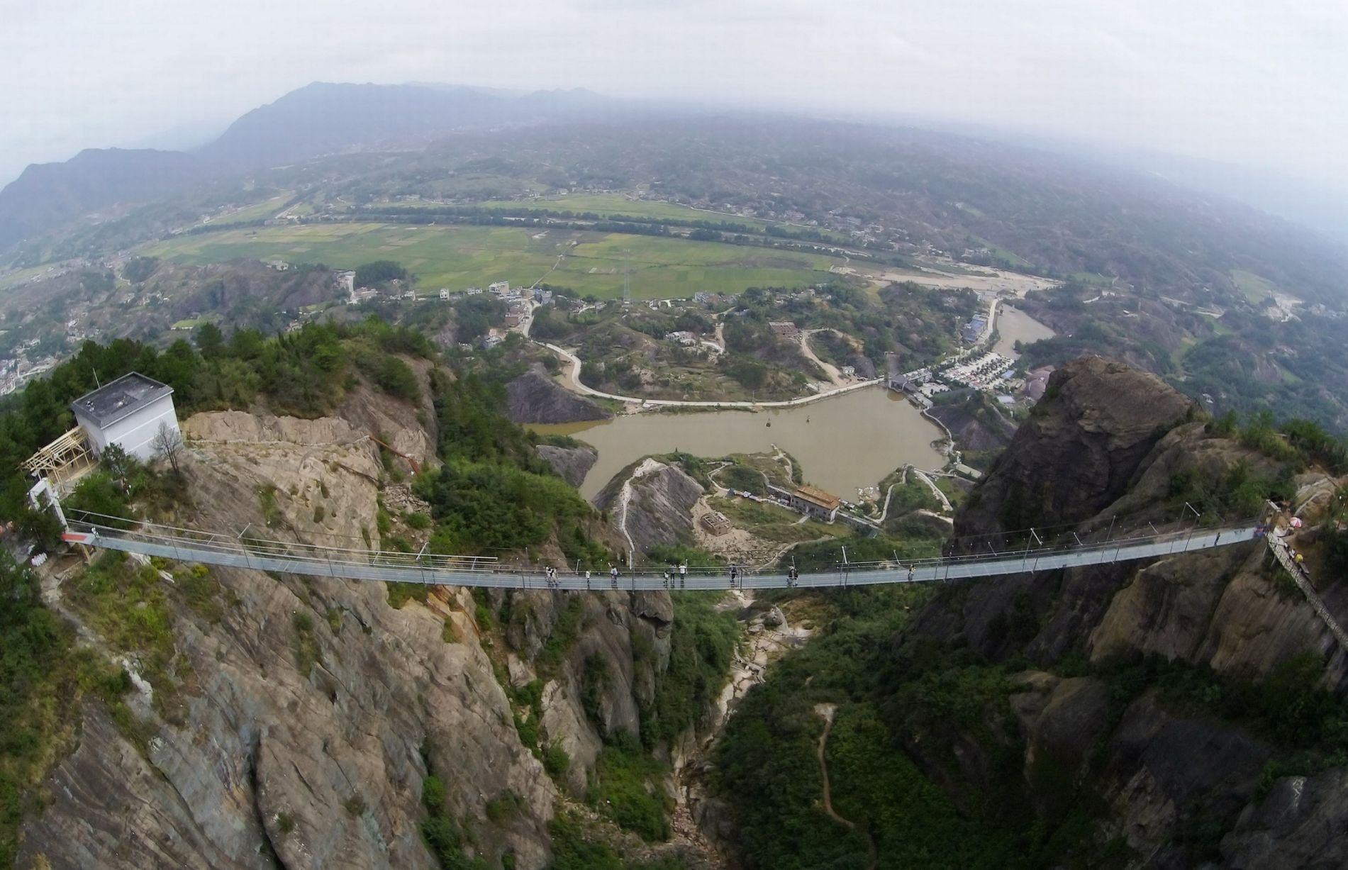 13 Pics Of A Glass Bridge That Strikes Fear In Tourists' Hearts 7