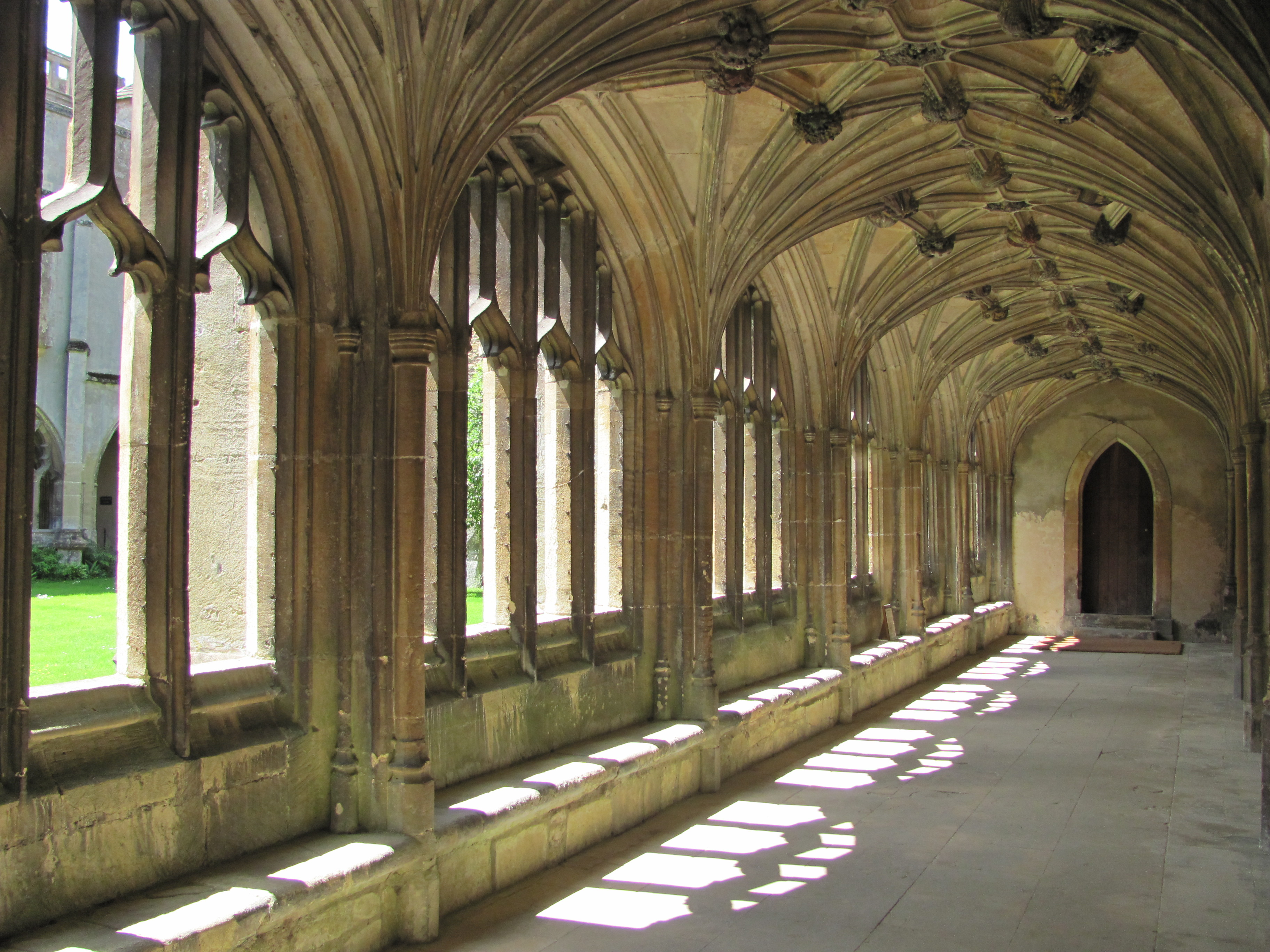 2. Hogwarts School of Witchcraft and Wizardry, Harry Potter 2