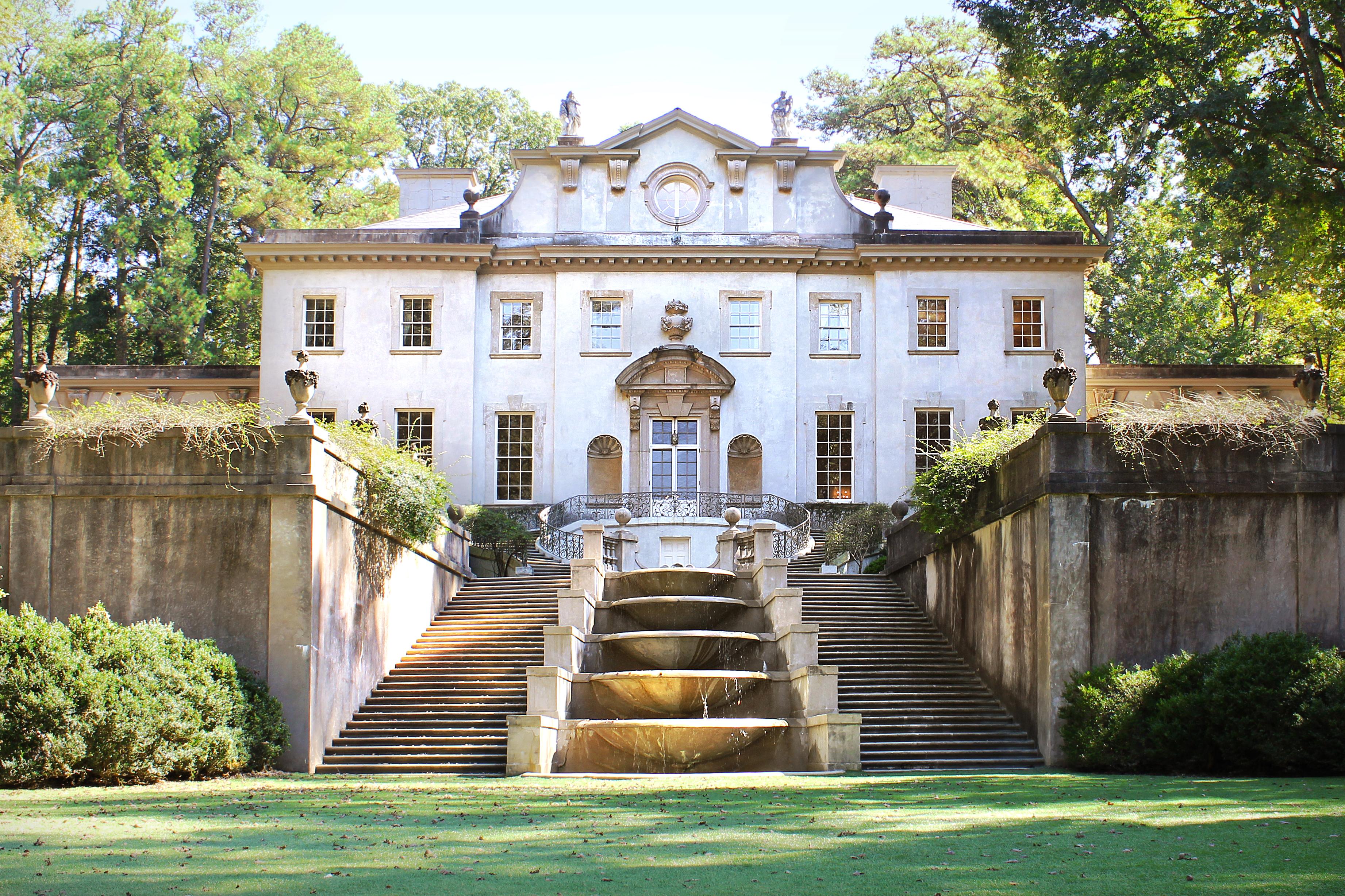 8. President Snow's House, Hunger Games 1
