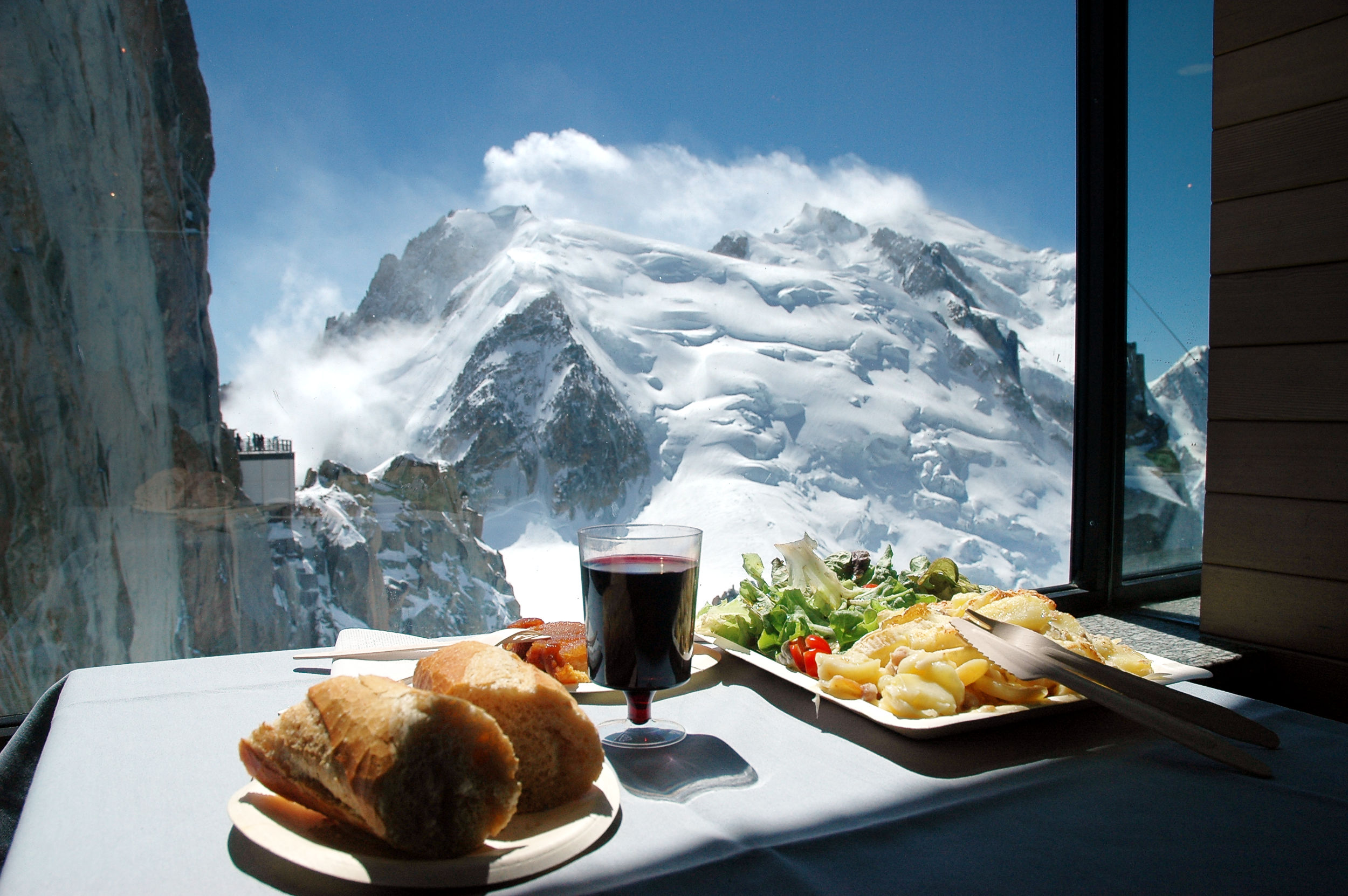 25 World's Best Restaurant Views 44