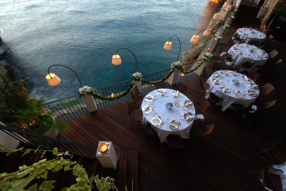 25 World's Best Restaurant Views 48