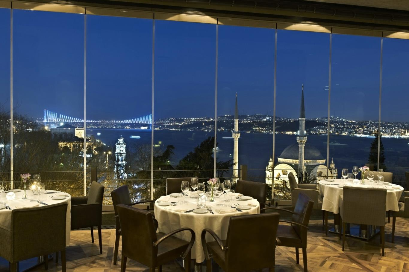 25 World's Best Restaurant Views 72