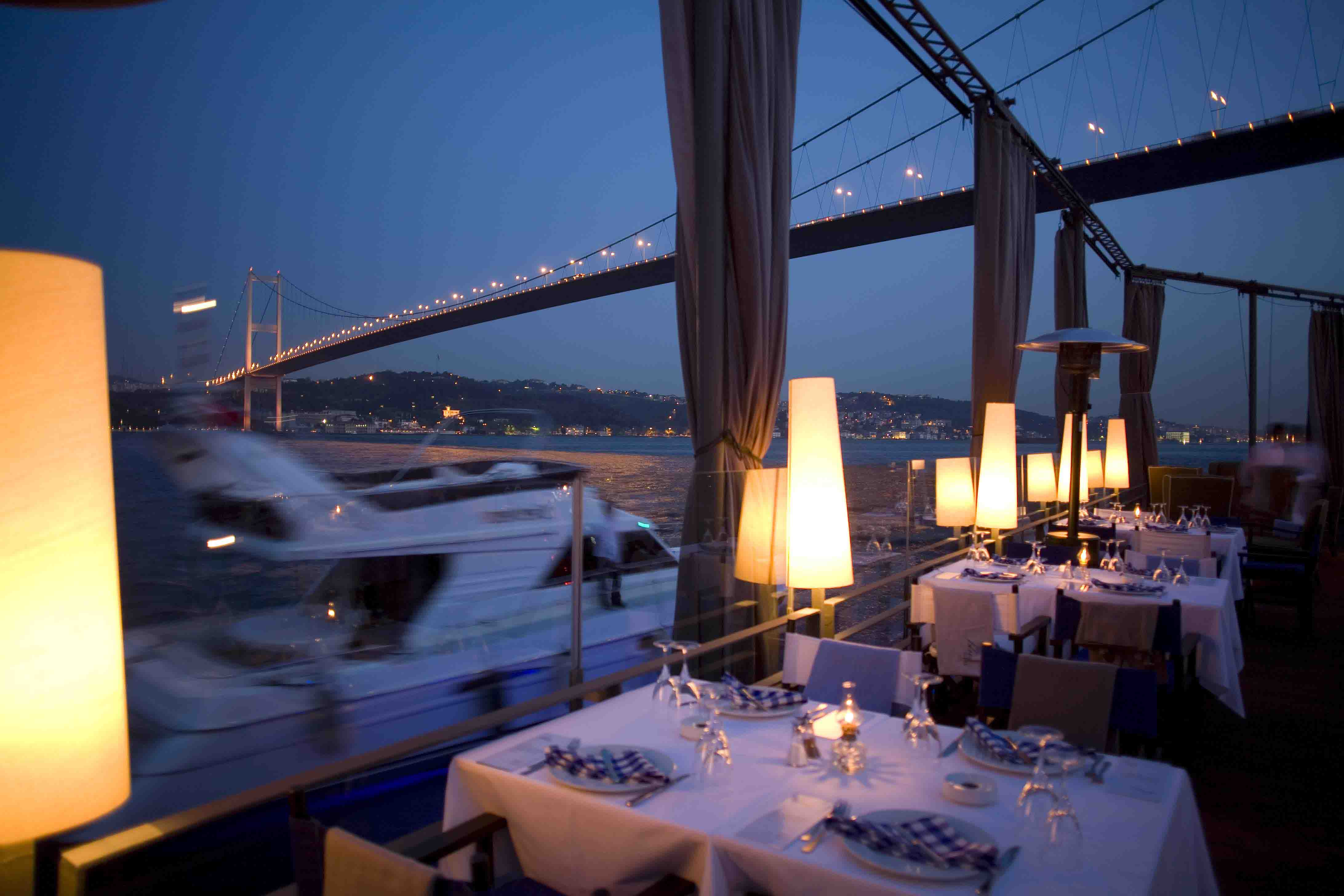 25 World's Best Restaurant Views 92