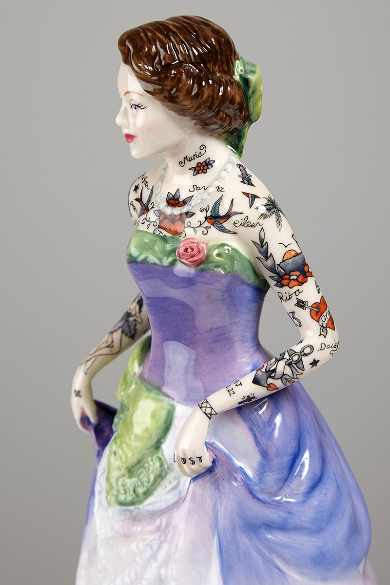 Jessica-Harrison-Tattooed-Porcelain-Figurines-01