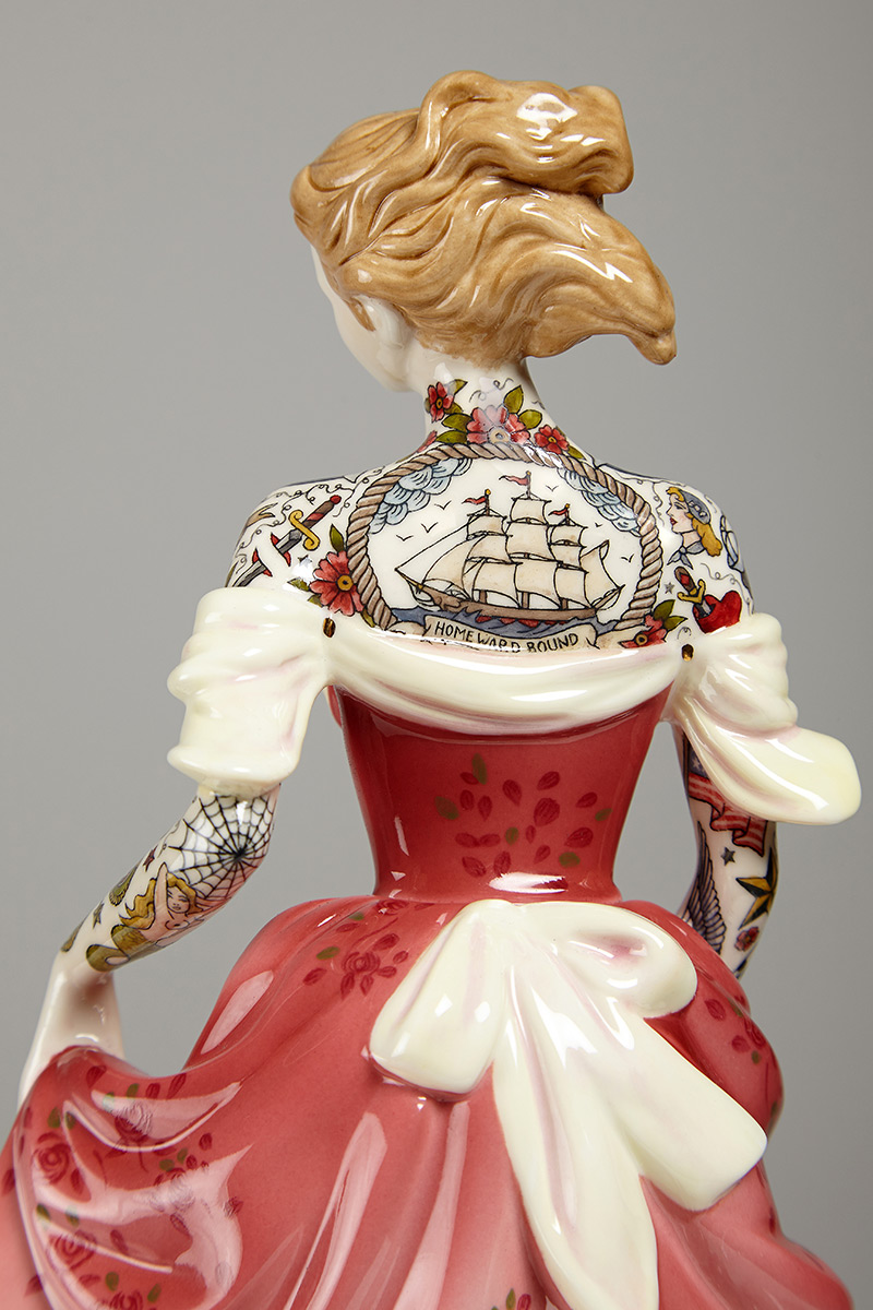 Jessica-Harrison-Tattooed-Porcelain-Figurines-02