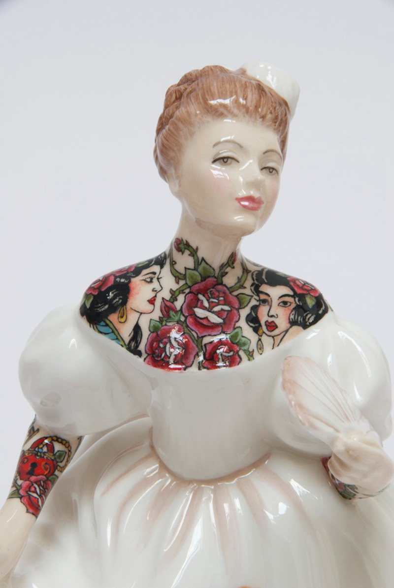Jessica-Harrison-Tattooed-Porcelain-Figurines-04