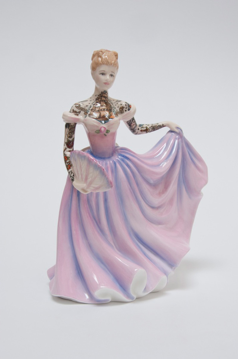 Jessica-Harrison-Tattooed-Porcelain-Figurines-08