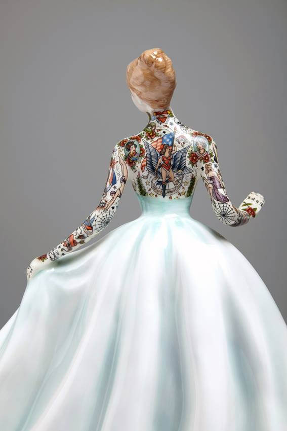 Jessica-Harrison-Tattooed-Porcelain-Figurines-10