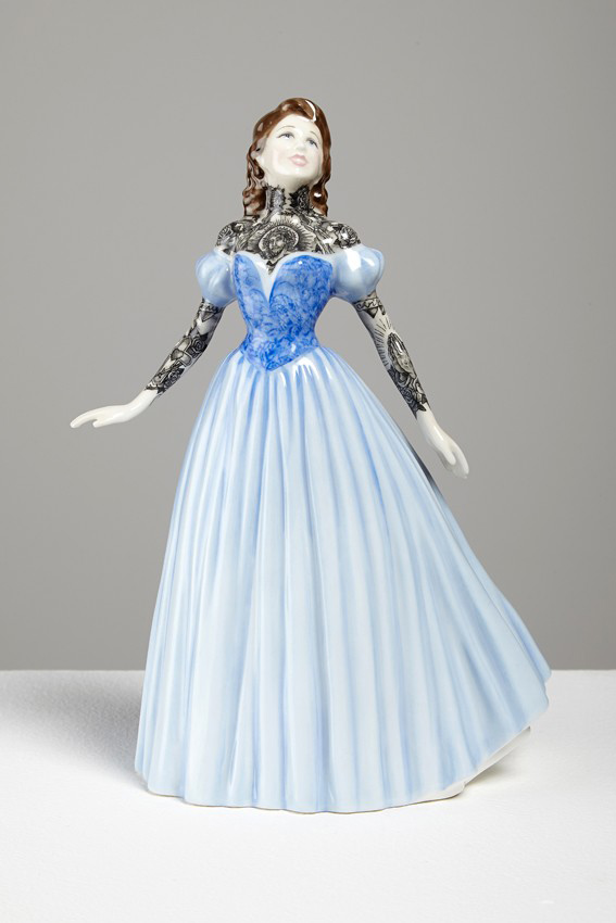 Jessica-Harrison-Tattooed-Porcelain-Figurines-11