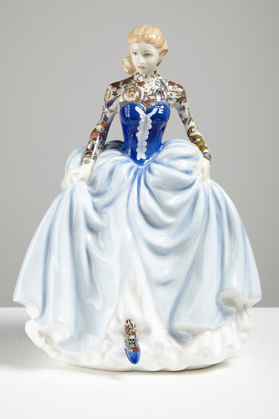 Jessica-Harrison-Tattooed-Porcelain-Figurines-16