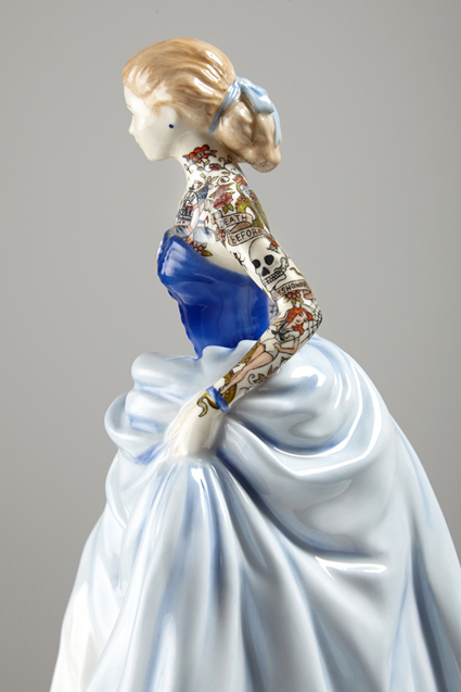 Jessica-Harrison-Tattooed-Porcelain-Figurines-17
