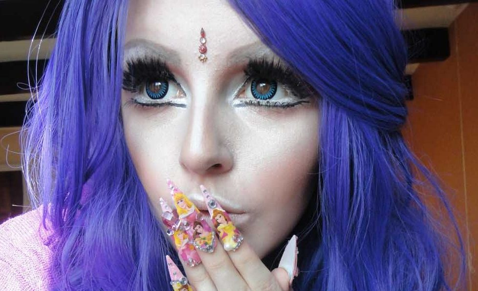 real_people_who_decided_to_become_human_dolls_21