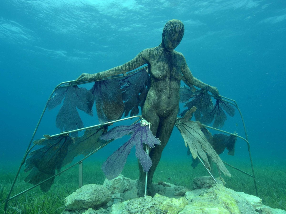 astonishing_underwater_museum_in_cancun_mexico_06