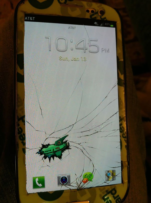 creative-wallpapers-to-cover-up-your-cracked-phone-screen-10