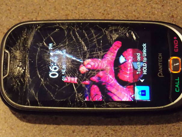 creative-wallpapers-to-cover-up-your-cracked-phone-screen-19