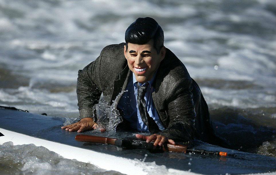 annual-surf-costume-contest-in-santa-monica-ca-05