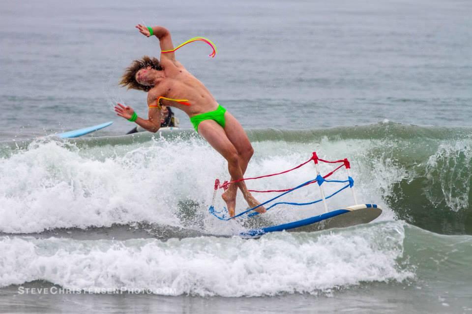 annual-surf-costume-contest-in-santa-monica-ca-10
