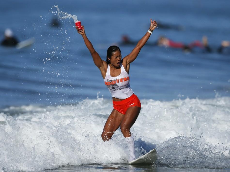 annual-surf-costume-contest-in-santa-monica-ca-14