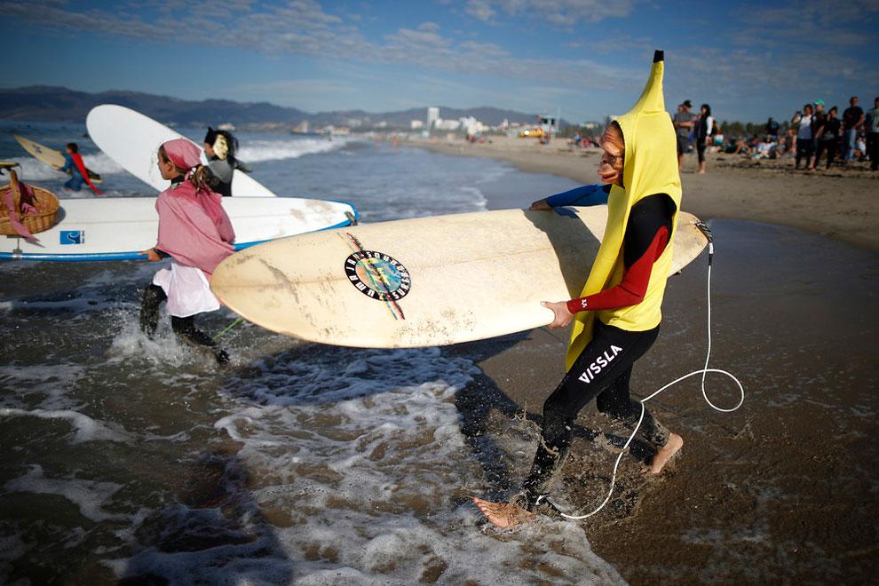 annual-surf-costume-contest-in-santa-monica-ca-17