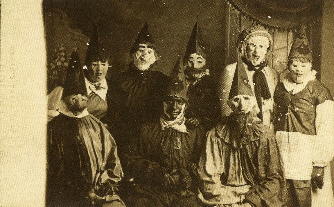 creepy-halloween-costumes-from-the-past-04