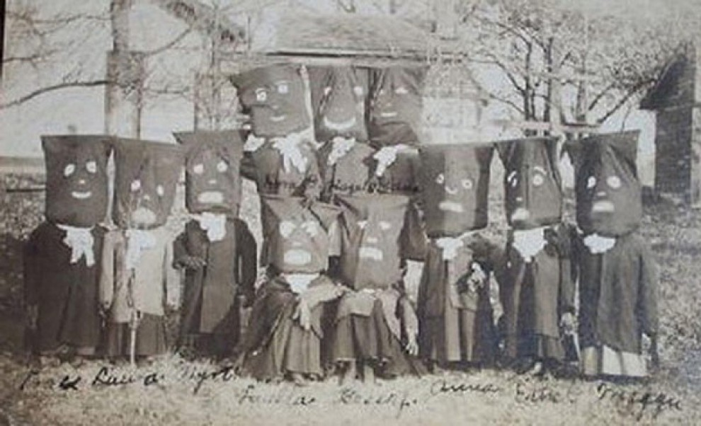 creepy-halloween-costumes-from-the-past-12