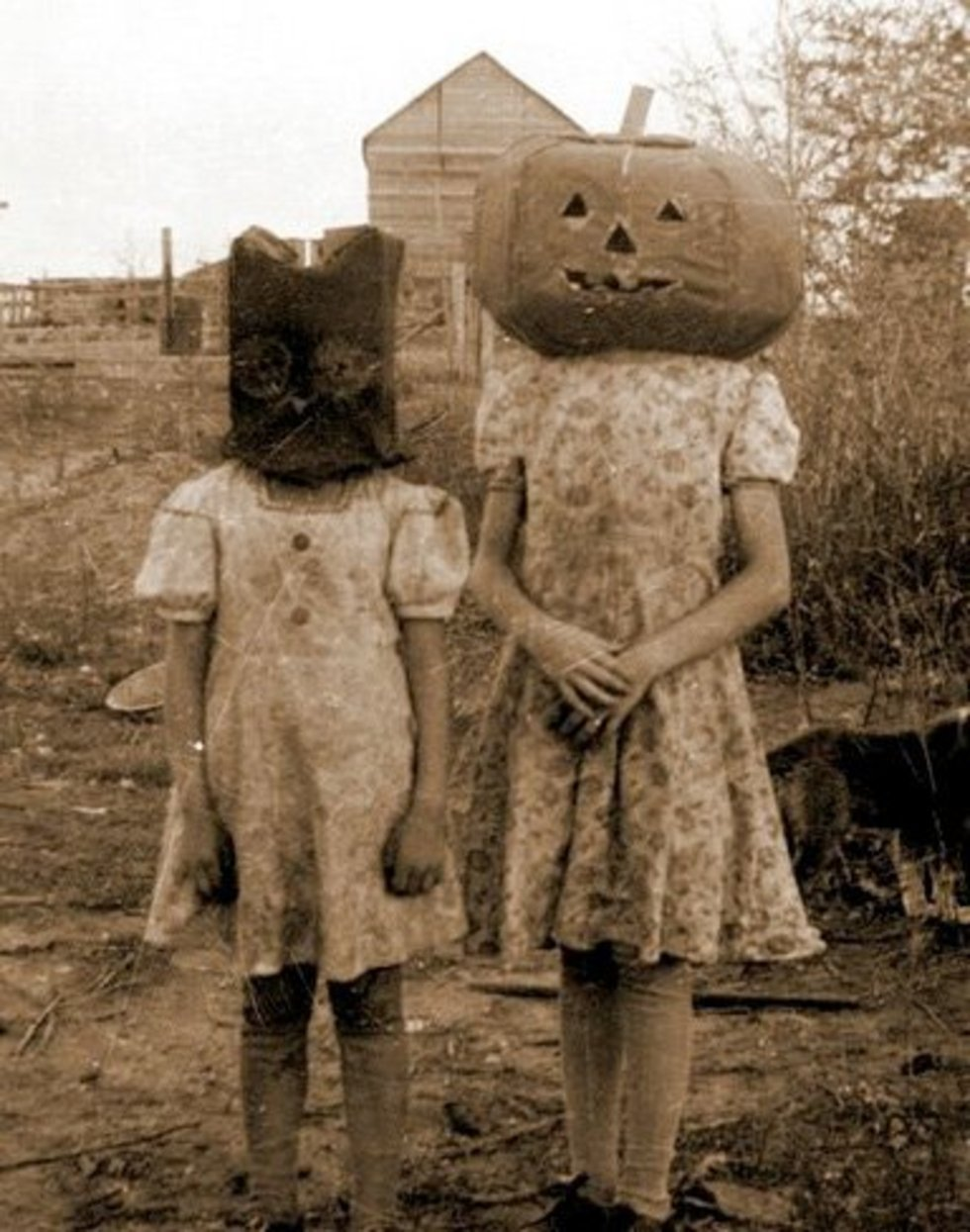 creepy-halloween-costumes-from-the-past-13