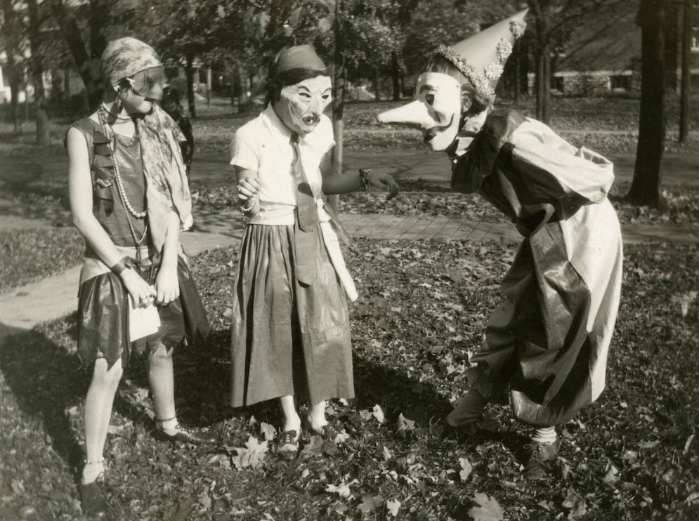 creepy-halloween-costumes-from-the-past-16