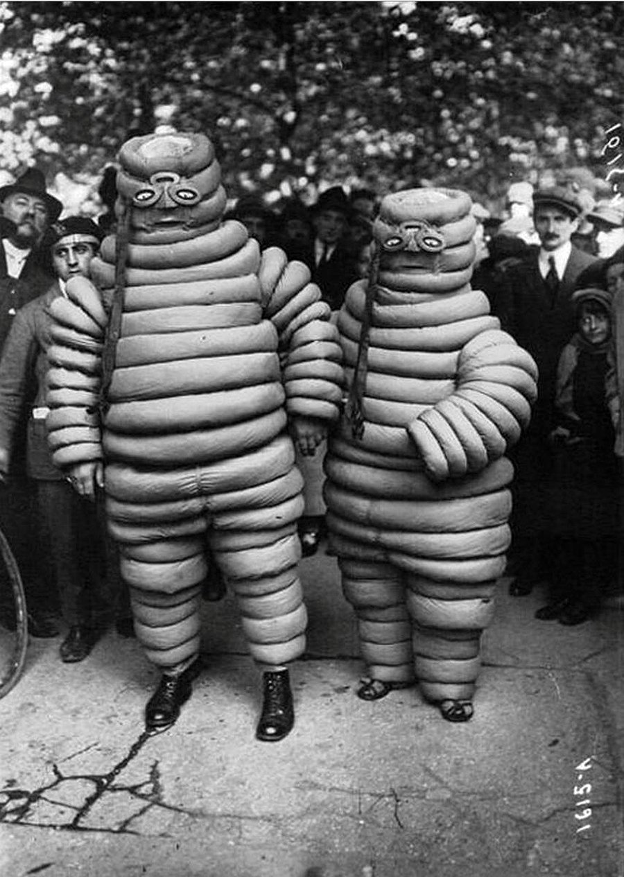 creepy-halloween-costumes-from-the-past-19