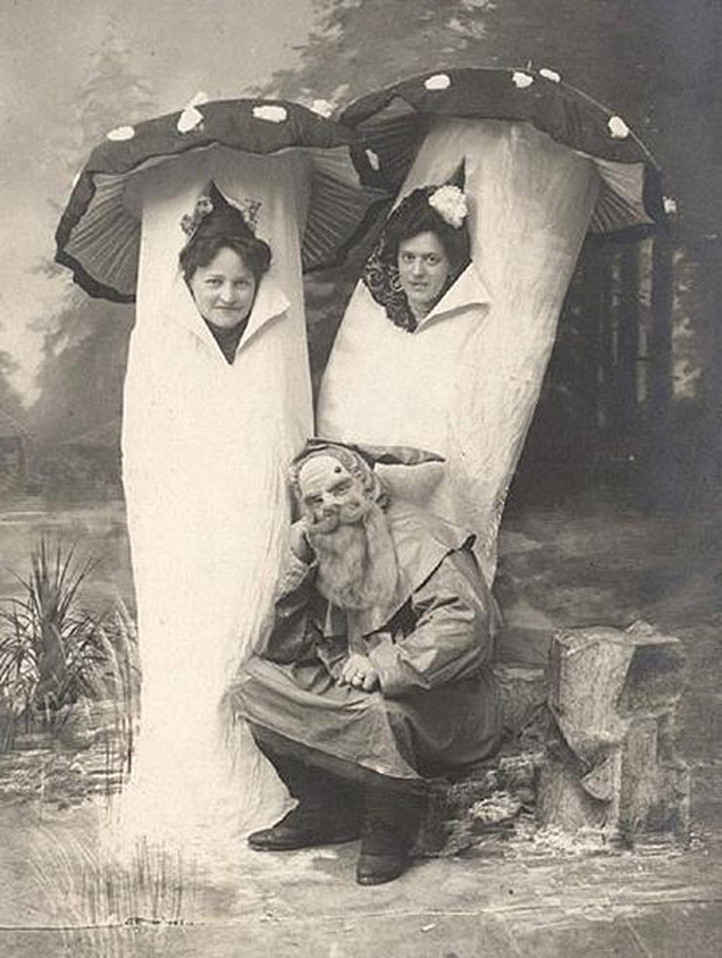 creepy-halloween-costumes-from-the-past-21